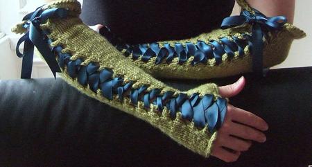 sznurowane długie rękawiczki