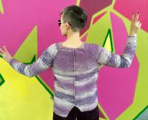 asymetryczny sweter z raglanem