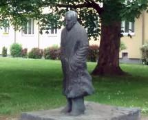 pomnik_Carl_von_Ossietzky