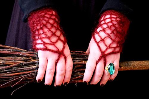 wzory do dziergania mitenki szydełkowe Morticia
