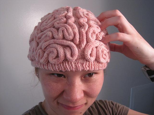 czapka mózg robótki na drutach i szydełku