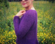 dziergany ręcznie lekki sweter piórkowy na drutach z DROPS Brushed Alpaca Silk CPDPS cała Polska dzierga piórkowe sweterki
