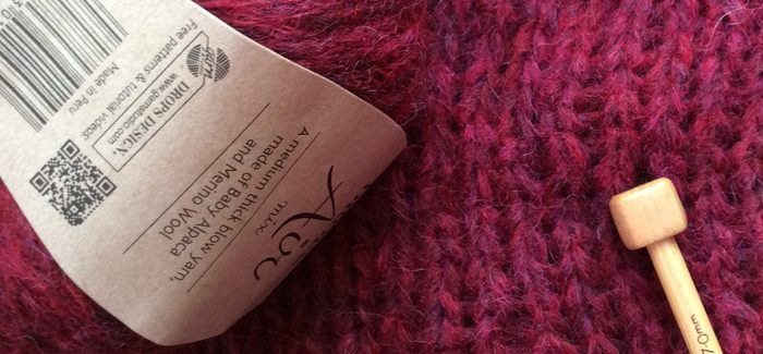 Recenzja włóczki Drops Air, czyli ciągutka w kolorze rubinowym