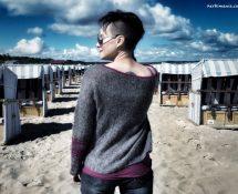 piórkowy sweter zwyklak ręcznie dziergany
