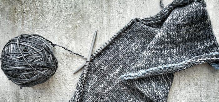 Jak zrobić prosty sweter na drutach, czyli oswajamy potwora