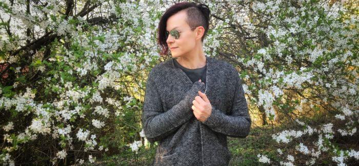 Kardigan Girlfriends Ankestrick, czyli komfort i minimalizm